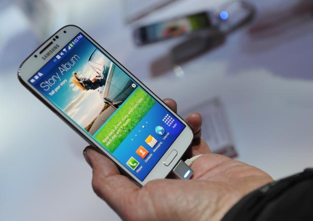 Samsung invades Apple's turf