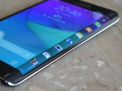 Samsung Galaxy Note Edge Review: The Smartphone With an Extra Dimension