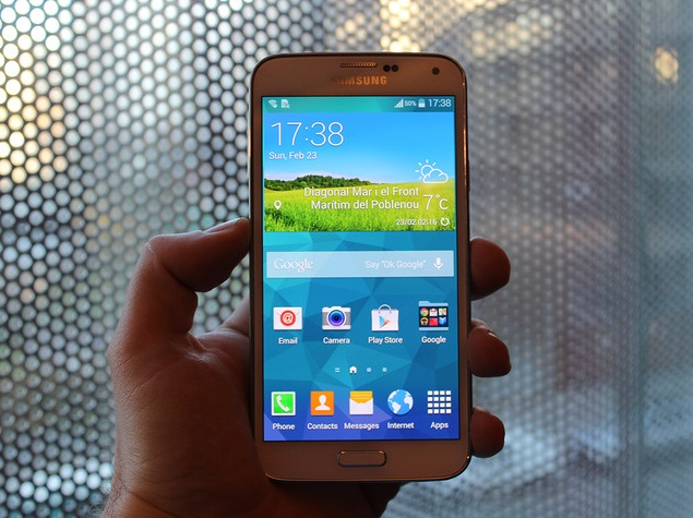Samsung Galaxy S5 pictured before launch; specs, fingerprint scanner 'confirmed'