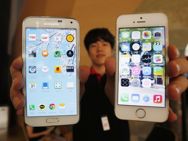 As Apple Readies iPhone 6, Samsung Faces Battle on Two Fronts