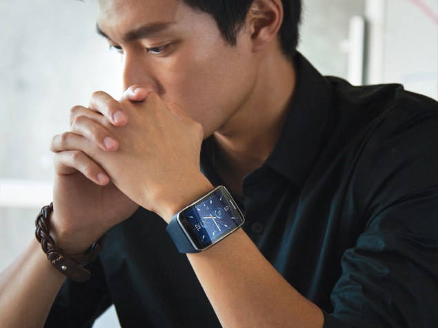 Samsung Gear S Smartwatch Can Make Calls Without a Phone Nearby