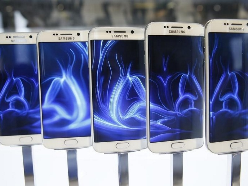 As Tide Turns Against Chip Industry, Samsung Forges Ahead of Rivals
