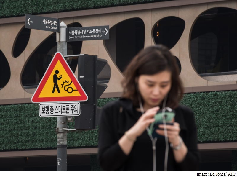 Heads Up! Seoul Launches Campaign to Keep Smartphone Users Safe