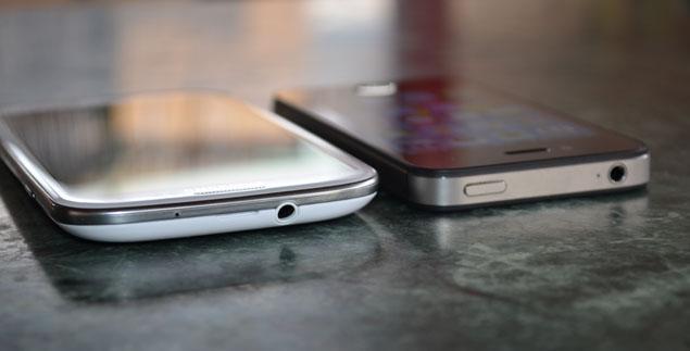 sgs3-iphone4s-flat.jpg