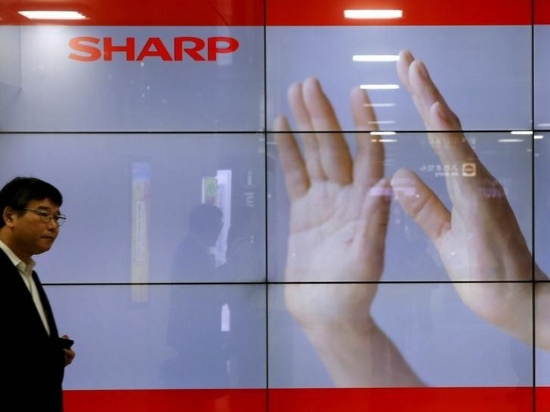 Sharp's Liabilities Said to Be Reason for Foxconn Reversal