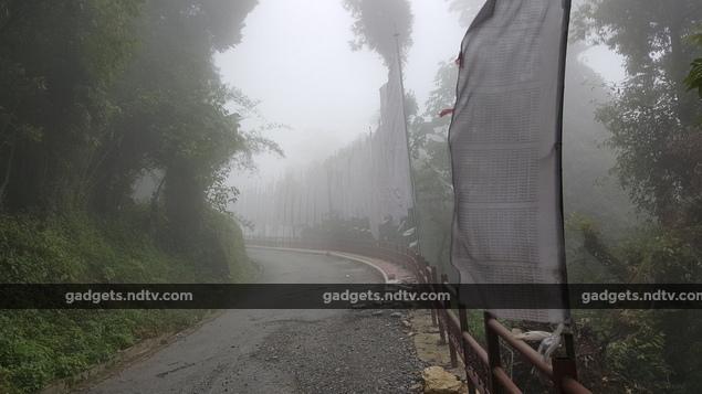 sikkim_fog_road_ndtv.jpg