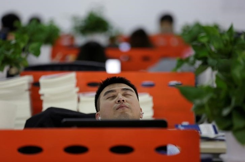 China Tech Workers Asleep on the Job - With the Boss's Blessing