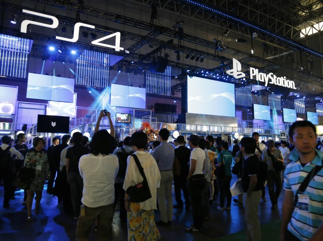 playstation 4 and xbox one butt heads at hong kong s ani com expo