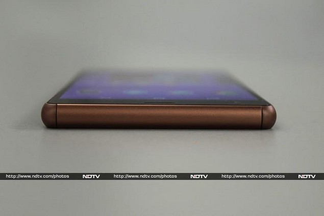 sony_xperia_z3_bottom_ndtv.jpg