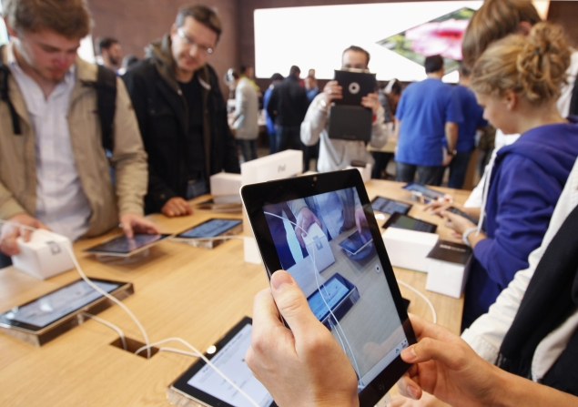 Tech companies warming up for tablet wars this holiday season