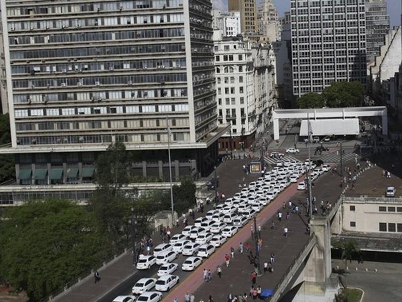 China Plans Stricter Regulation of Uber-Like Services