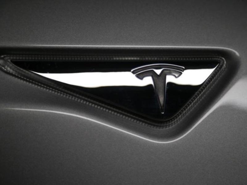 Tesla Sets Model 3 Unveiling for Next March