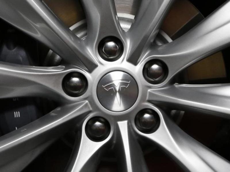 Tesla Shortens Web Address, Mum on Formal Name Change
