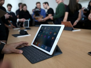9.7-Inch iPad Pro in Pictures