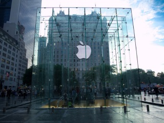 'I Just Want an iPhone': Samurai Sword-Wielding Man at Apple Store