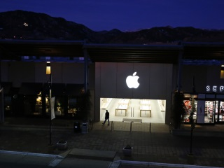 US Government Strikes Back at Silicon Valley Support for Apple
