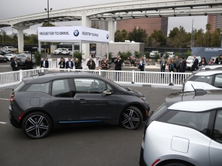 Automakers Tap Mobile Software Experts in Search of Premium Cache