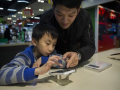 Chinese Phone Upstarts Sell With Personality, Not Product