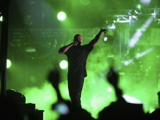 Apple Defends Dr Dre After He Apologises to 'Women I've Hurt'