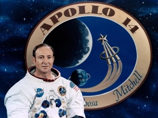 Astronaut Edgar Mitchell, Sixth Man to Walk on Moon, Dies at 85