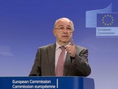 EU's Alumnia Says Successor Will Decide on Android Investigations