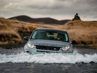 Land Rover to Soon Launch Its First Smartphone