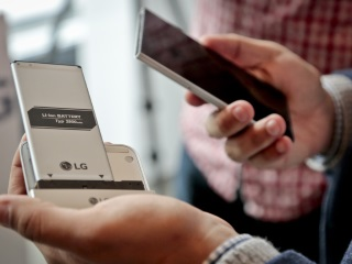 Companies Experiment With Build-Your-Own Smartphone Programs