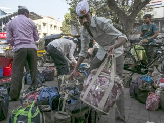 Mumbai's Famed Lunchbox Delivery Guys Threatened by Food Apps