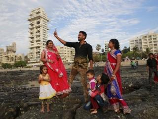 Mumbai Sets No-Selfie Zones as Deaths Linked to Selfies Rise