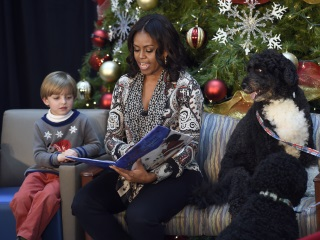 Obamas, Bidens Share Favourite Holiday Tunes on Spotify
