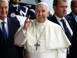 Pope Francis: Tech Dinosaur to Twitter Superstar