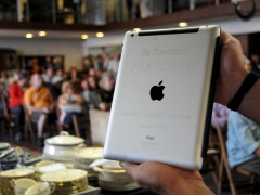 Papal iPad Fetches $30,500 at Auction in Uruguay