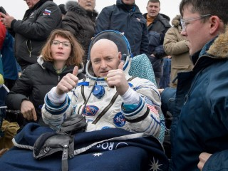 Nasa's Scott Kelly Returns to Earth After Record Year in Space