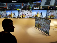 Sony, Panasonic Cling to TVs, Betting on Halo Effect of Premium Sets