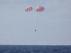SpaceX Cargo Ship Returns From ISS in Ocean Splashdown