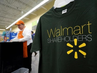 Wal-Mart Steps Up Online Efforts in China as a Key to Future