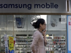 Samsung Considers Its Counterattack as Rivals Erode Cellphone Profit