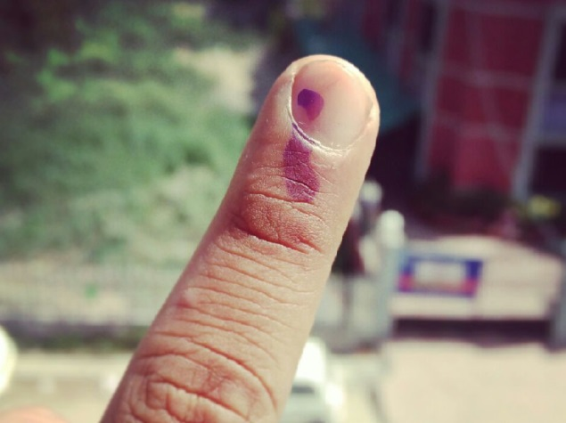#GetInked, #Elections2014 trend on Twitter, Facebook as voters flaunt 'finger selfies'