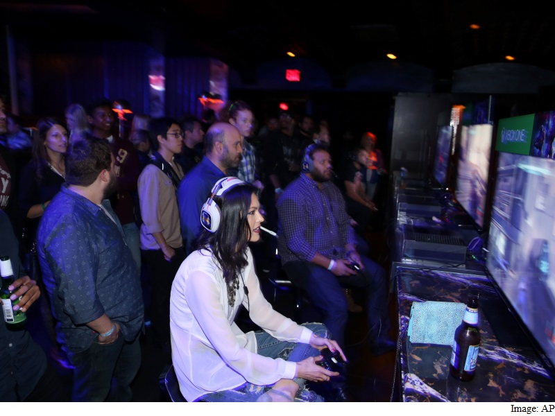 US Women as Likely as Men to Play Video Games: Survey