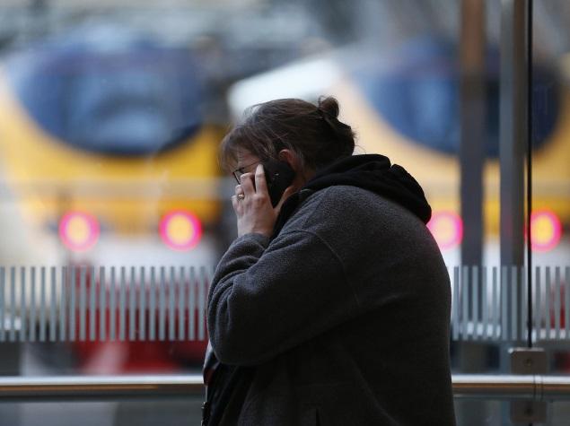 women_talking_on_mobile_reuters_03.jpg