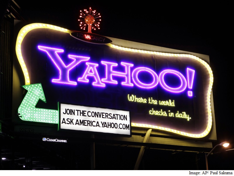 Yahoo Logs Loss as It Courts Potential Buyers