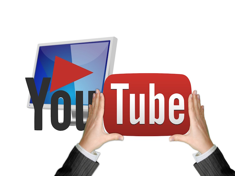 UK Tells YouTube Bloggers to Slap 'Advert' Stickers, Will India Follow Suit?