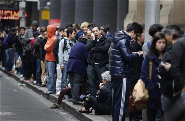 Long queues greet Apple's iPhone 5 in Sydney, Tokyo