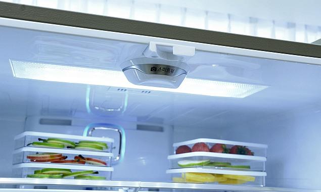 lg_homechat_smart_refrigerator_built_in_camera.jpg