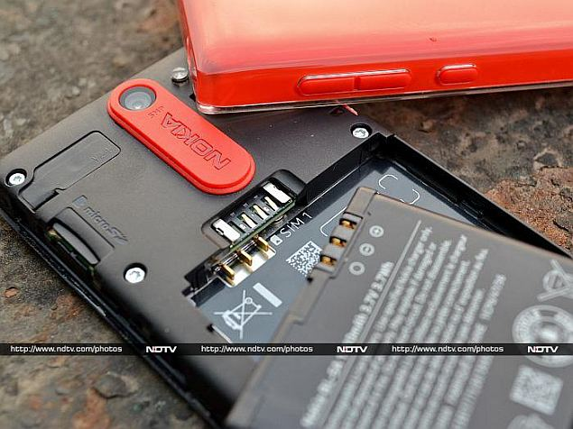 nokia_asha_502_back_open_battery_sim_memory.jpg