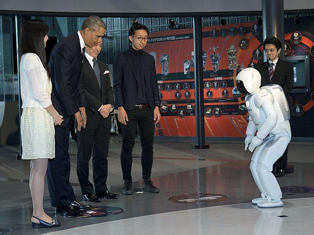 Barack Obama meets humanoid robot ASIMO on Japan tour