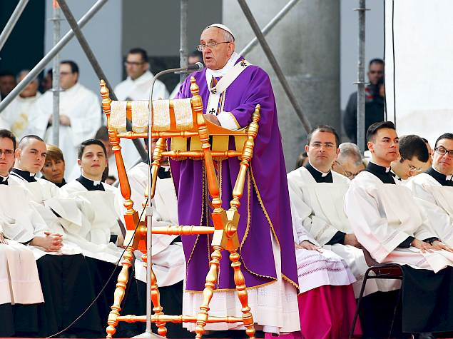 Pope Francis' iPad to Be Auctioned for Charity