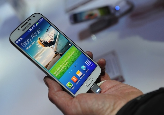 Tennis player tweets about Samsung Galaxy S4's awesomeness from his iPhone