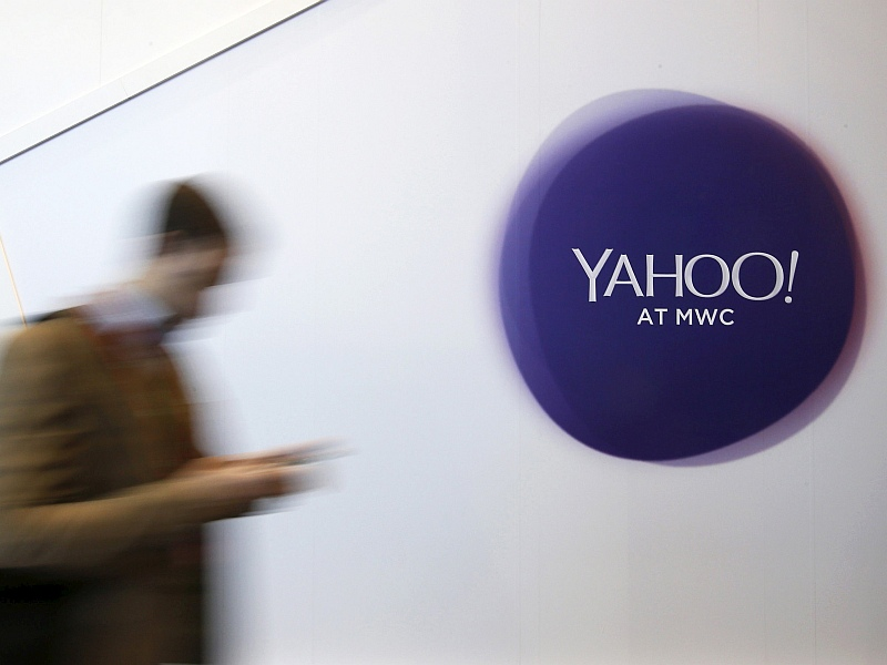 Yahoo Studies Bids for Assets as Losses Mount