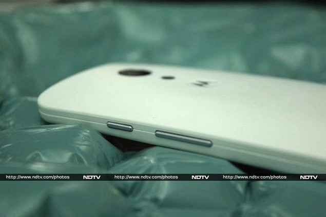 motorola_moto_g_(gen_2)_rearangle_ndtv.jpg